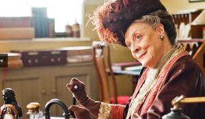 De echte Maggie Smith  als douariere in Dwonton Abbey