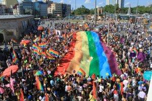 Gay Pride optocht in Istanbul, Taksimplein 2011