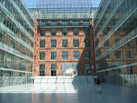 Verbouwde fabriek aan de Spree bij Friederichshain