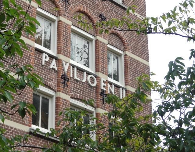 Voormalig Wilhelmina Gasthuis. Hier stond Paviljoen III voor psychische aandoeningen nu aantrekkelijke appartementen.