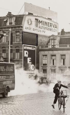De oorspronkelijke gevelreclame 1927, foto Stadsarchief.