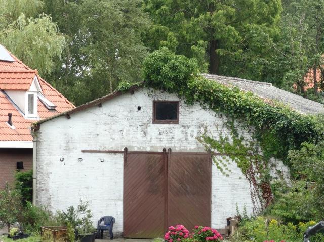 Oude schuur met nog net leesbaar opschrift 'Stolk Kolen'-  Buiksloterdijk Amsterdam-Noord